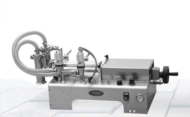 双头半自动液体灌装机